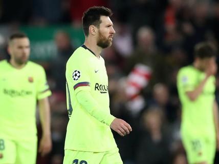 """Messi cự """"fan"""" nhà và dân mạng trách tội Dembele"""