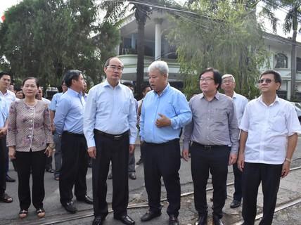 Bí thư Nguyễn Thiện Nhân khảo sát công tác chỉnh trang đô thị ở quận 3