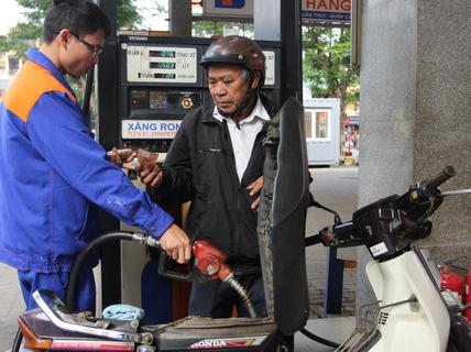 Giá xăng giảm nhẹ lần thứ 2 liên tiếp