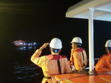 Trung Quốc cứu hộ 1 ngư dân Việt Nam nguy kịch trên biển