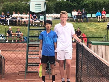 13 tuổi nhưng Phạm La Hoàng Anh vô địch U16 Giải Quần vợt ở Thụy Điển
