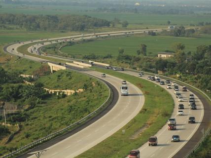 Hành khách giật điện thoại của tài xế, hại 12 người chết
