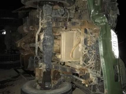 Xuống dốc Tà Puồng, xe tải mất phanh đè chết tài xế