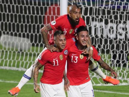 """Vargas lập siêu phẩm bàn thắng, Chile đè bẹp """"samurai"""" Nhật Bản"""