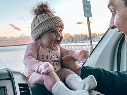 Em bé theo cha mẹ phượt khắp nước Mỹ từ hai tháng tuổi