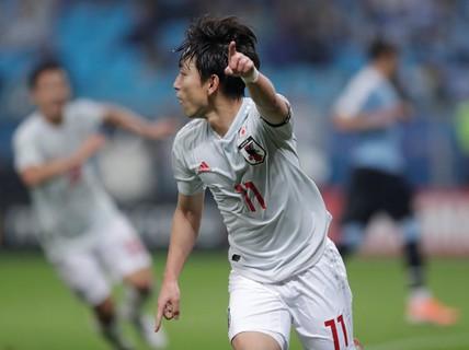 Uruguay ngược dòng, Nhật Bản chia điểm tiếc nuối