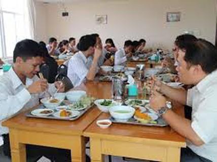HÀ NỘI: Nâng chất bữa ăn giữa ca cho người lao động