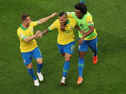 Đè bẹp Peru, Brazil ung dung đoạt vé tứ kết Copa America
