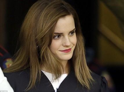 """""""Phù thủy"""" Emma Watson tặng sách cho sinh viên"""