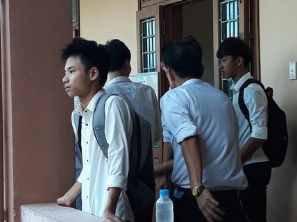 Nam sinh nén nỗi đau mất cha tham dự kỳ thi THPT quốc gia 2019