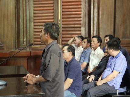 5 bị cáo thoát án tù trong vụ buôn lậu xe hơi do Việt kiều Mỹ cầm đầu