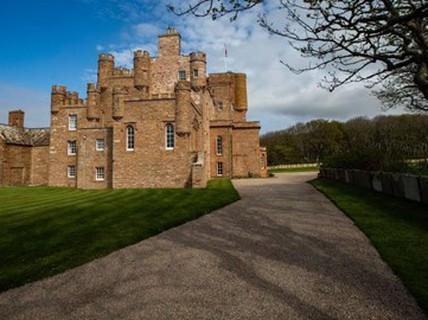 Sống như hoàng gia trong lâu đài cho thuê của hoàng tử xứ Wales