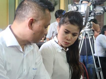 Ngày 6-6, bà Lê Hoàng Diệp Thảo phải trả con dấu cho Trung Nguyên
