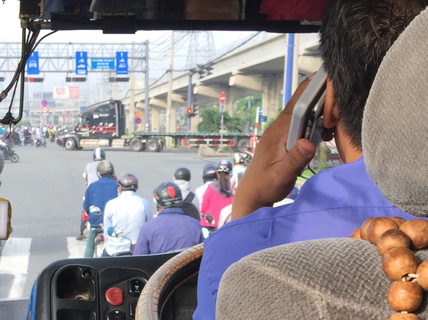 """Tài xế xe buýt """"tám chuyện"""" ghê quá"""