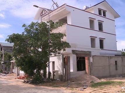 Gần 20 bảo vệ, vệ sĩ ngăn cản người dân xây biệt thự