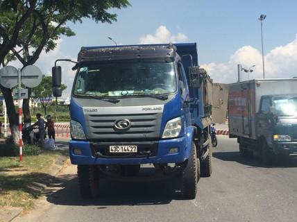 Va chạm với xe tải, nam thanh niên chết thảm khi vào đường gom