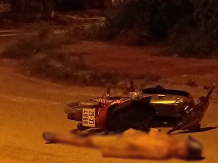 Tá hỏa phát hiện người đàn ông tử vong bất thường cạnh chiếc xe máy