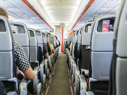 Khi đi máy bay, không nên làm những điều này