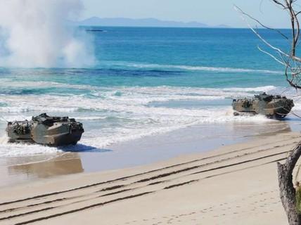 """Mỹ - Úc tập trận trong sự """"dòm ngó"""" của tàu Trung Quốc"""