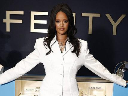 Rihanna được vinh danh là nữ ca sĩ giàu nhất thế giới