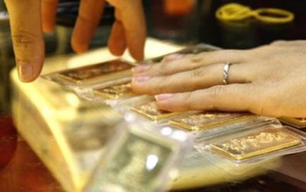 Giá vàng miếng SJC vượt 62 triệu đồng/lượng