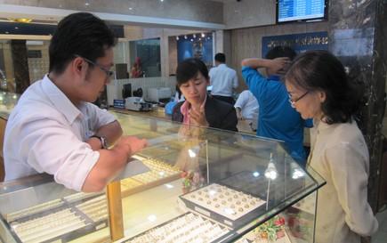 Cuối tuần, giá vàng SJC bật tăng mạnh mẽ