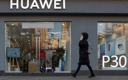 """Mỹ gia hạn 90 ngày, Huawei... """"tỉnh bơ"""""""
