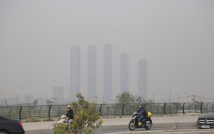 """Ô nhiễm không khí mang tên """"mù khô"""": Không thể lửng lơ giải pháp!"""