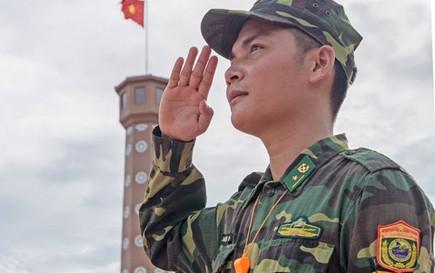 """Cuộc thi ảnh """"Thiêng liêng cờ Tổ quốc"""": Dưới ngọn Quốc kỳ"""