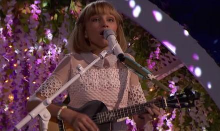 Cô bé hát trên YouTube vào tốp 30 người trẻ nổi tiếng của Forbes