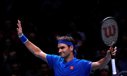 Clip: Federer khoe tuyệt kỹ khiến Thiem thua chóng vánh