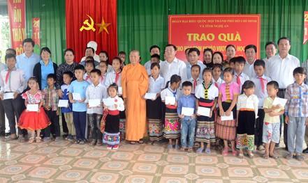 Đoàn đại biểu Quốc hội TP HCM thăm, tặng quà tại 2 huyện miền núi tỉnh Nghệ An