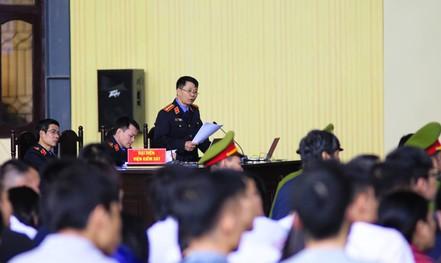 """Ông Phan Văn Vĩnh bị đề nghị 7-7,5 năm tù; """"ông trùm"""" Nguyễn Văn Dương 11-13 năm tù"""