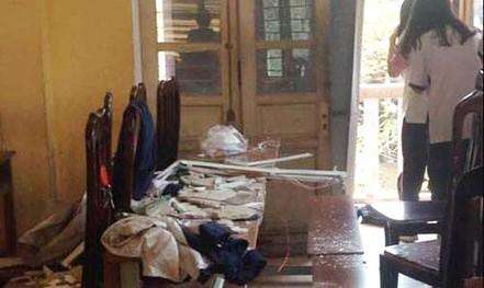 Sập vữa trần lớp học, 3 học sinh lớp 12 nhập viện cấp cứu
