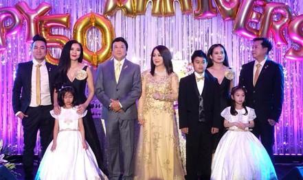 Nghệ sĩ chung vui đám cưới vàng của danh hài Bảo Quốc