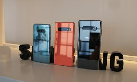 """Samsung Galaxy S10: """"Kình địch"""" của dòng iPhone X ra mắt"""