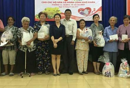 Prudential tặng quà Tết cho người nghèo