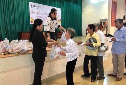 Trao 200 phần quà cho gia đình nghèo đón Tết
