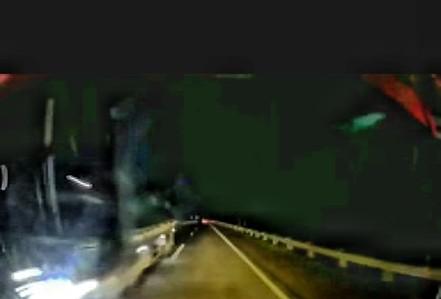 Xe tải phóng như bay ngược chiều trên cao tốc Nội Bài - Lào Cai