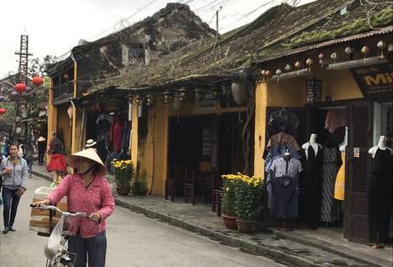 Gần 13 triệu lượt khách đến Việt Nam