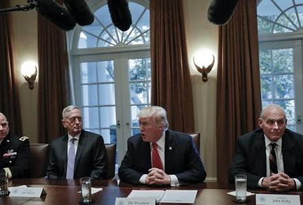 """Ông Donald Trump """"mất"""" vị tướng cuối cùng trong đội ngũ an ninh"""