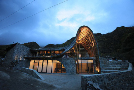 Sốc với nhà dột nát sâu trong núi biến thành nhà độc đáo