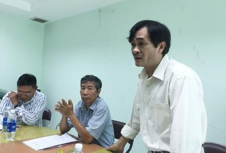"""Nhà thơ Phan Hoàng từ chức sau sóng gió """"Ngộ độc thơ"""""""