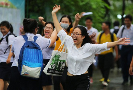 Kết thúc kỳ thi THPT, đọng lại nụ cười, nước mắt