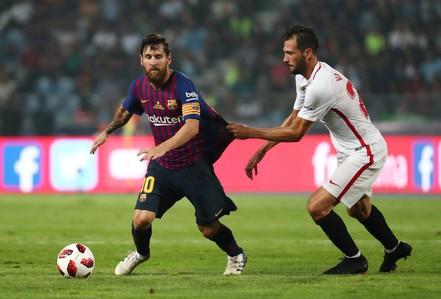 """Messi phô diễn kỹ thuật khiến dân mạng """"phát sốt"""""""
