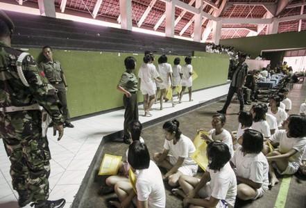 Trải lòng của cô gái 2 lần bị kiểm tra trinh tiết khi nhập ngũ