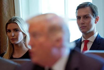 """Ông Trump bị con rể """"đâm sau lưng""""?"""