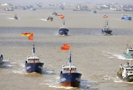 """Quân đội Mỹ cảnh báo tàu cá Trung Quốc """"bắt nạt, đe dọa gây chiến"""""""