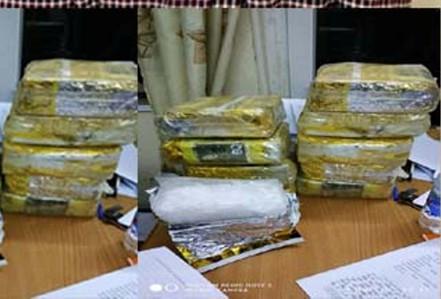 """Trinh sát """"giăng lưới"""" bắt quả tang kẻ vận chuyển 10 kg ma túy đá"""