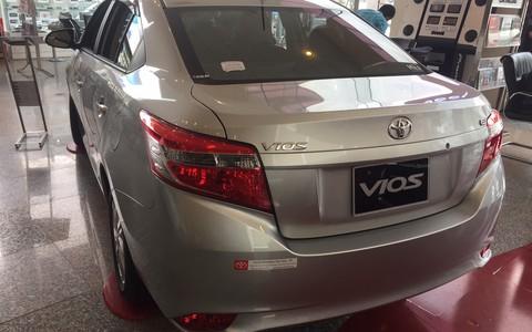 Khách Việt đua nhau mua xe ôtô sau tháng cô hồn